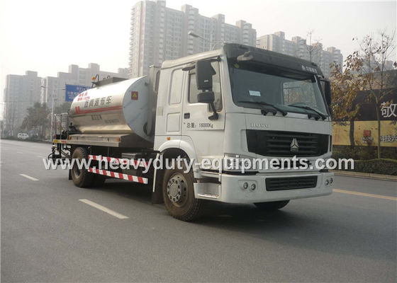 Çin Truck Mounted Type Liquid Asphalt Tanker With Pump Output 5 Ton / H Fabrika