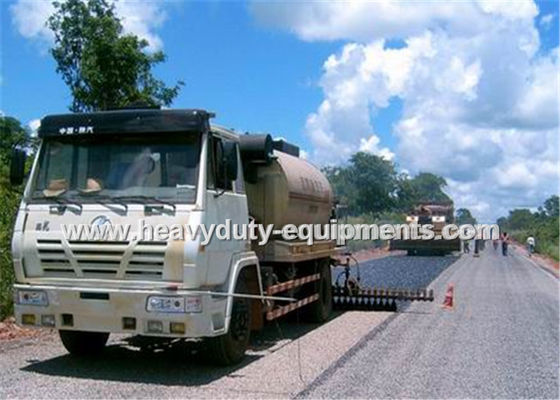 8000L Road Construction Equipment Asphalt Distributor Truck With Two Diesel Bummer Heating System