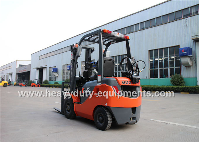 2065cc LPG Industrial Forklift Truck 32 Kw Rated Output Wide View Mast